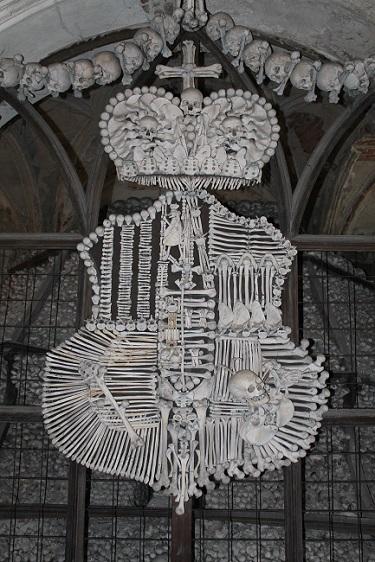 escudo de huesos en kutna hora
